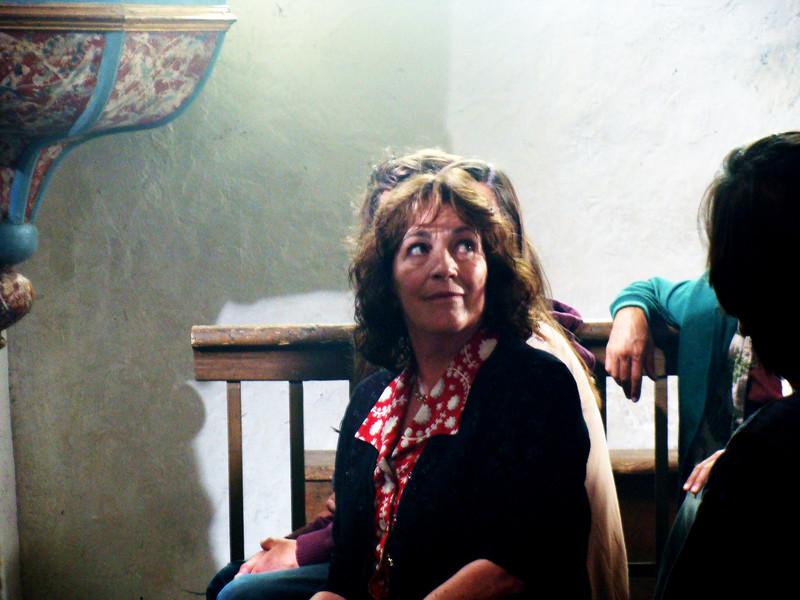 Un village presque parfait carmen maura for Miroir magique production
